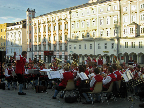 A public concert at the main square in Linz